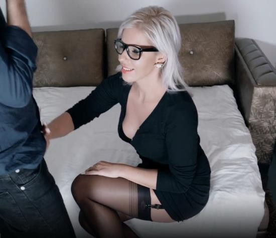 OnlyFans - Kate Truu - FUN IN THREESOME WITH FAN IN AMSTERDAM DP FACEFUCK SPITROAST (FullHD/1080p/582 MB)