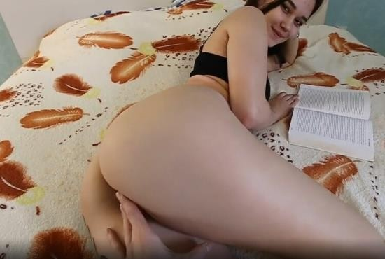 OnlyFans - Kate Koss - Distract because i m better than a Book (UltraHD 4K/2160p/2.57 GB)
