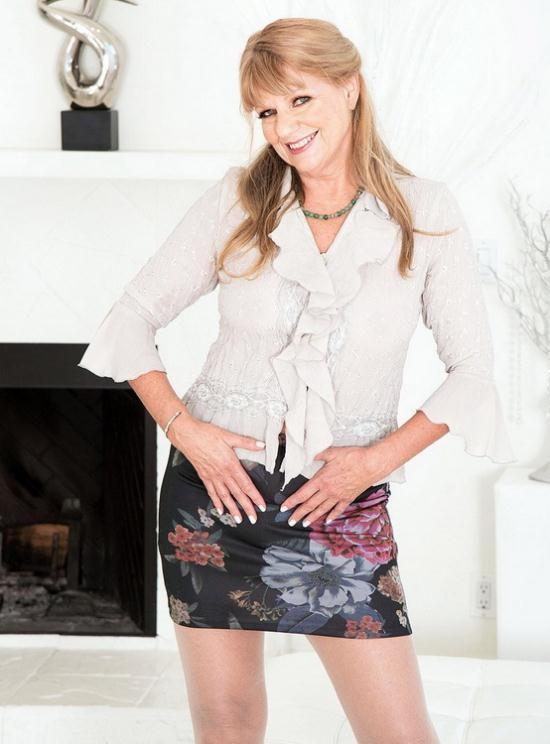 ScoreHD (PornMegaLoad)/60PlusMilfs - Mia Magnusson - Mia Magnusson's hands-on sex lesson (FullHD/1080p/1.28 GB)