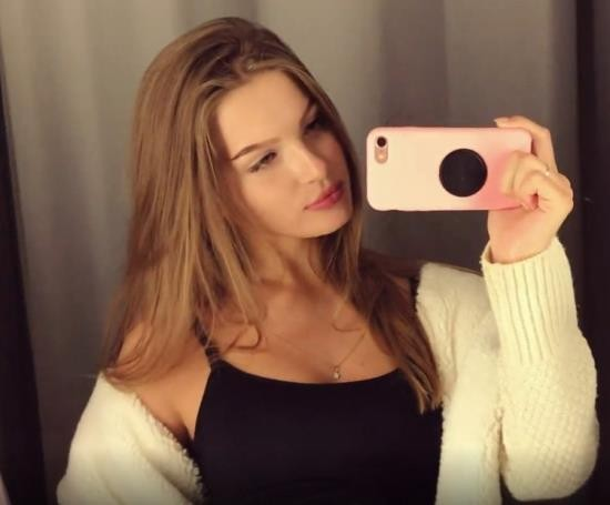 OnlyFans - Ellie Moore aka WetFoxes - A Cute Girl Sucks a Dick and Takes Cum in her Mouth in a Fitting Room in a Shopping Center (UltraHD 4K/2160p/1.06 GB)