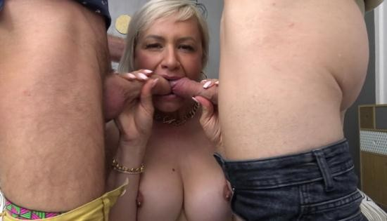 JacquieEtMichelTV/Indecentes-Voisines - Kim - Colorful With Kim, 41 Years Old (FullHD/1080p/1.19 GB)
