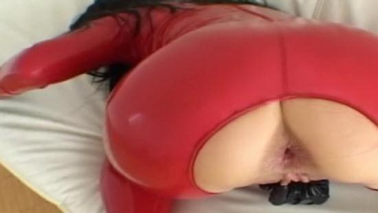 Latexangel - LatexAngel AKA Angelina - FT Latex rouge Il decharge et lui pisse dans le cul musical (HD/720p/140 MB)