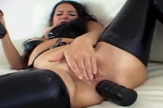 Latexangel - LatexAngel AKA Angelina - GC Latex noir Godage anal (HD/720p/165 MB)