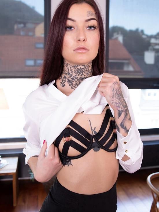 LustReality - Tabitha Poison - Pre-Work Sex With Your Hot Wife Tabitha (UltraHD 2K/1920p/2.69 GB)