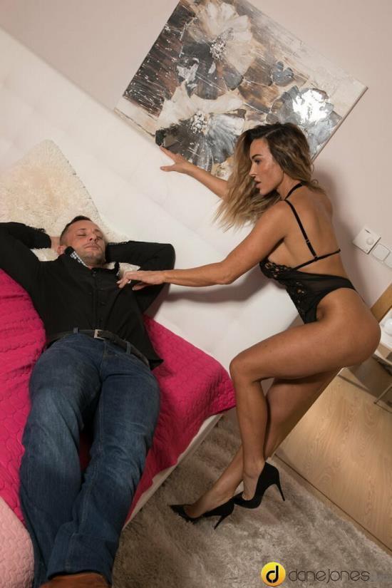 DaneJones/SexyHub - Aubrey Black - Horny wife gives husband rough ride (FullHD/1080p/965 MB)