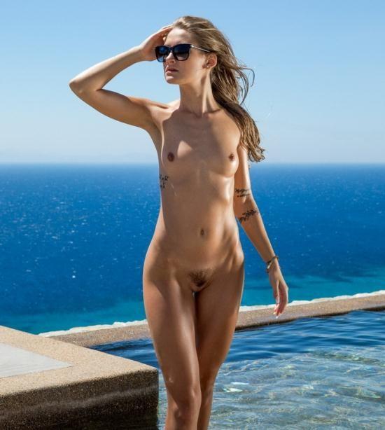 Vixen - Tiffany Tatum - Exhibitionist (HD/720p/2.09 GB)