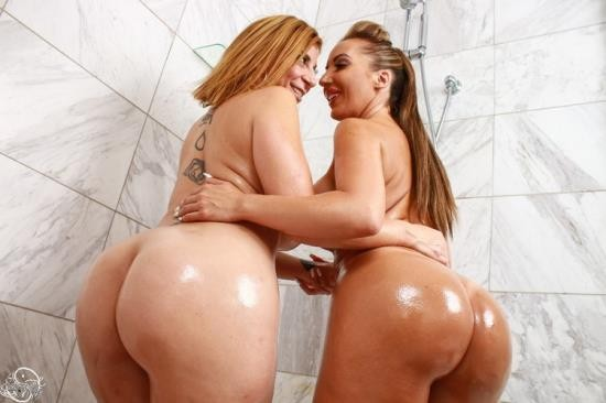 SaraJay - Sara Jay, Richelle Ryan - Fucking Richelle Ryan with a Strap On in the Shower! (FullHD/1080p/933 MB)