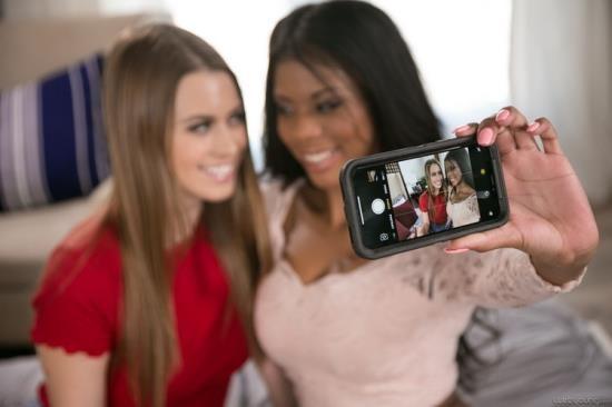 GirlsWay/WebYoung - Jill Kassidy, Nia Nacci - The Lost Phone (FullHD/1080p/1.01 GB)