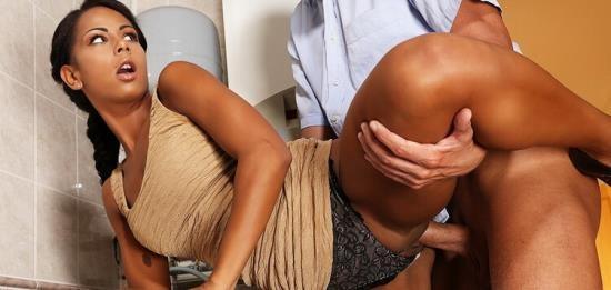 MomXXX/SexyHub - Isabella Chrystin - Hot black babe caught masturbating (FullHD/1080p/972 MB)