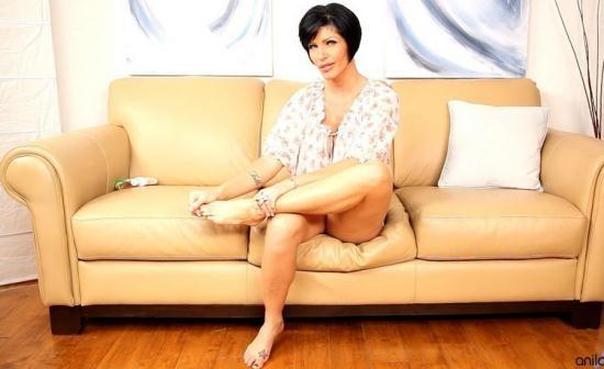 Anilos - Shay Fox - Couch Rub (HD/720p/357 MB)