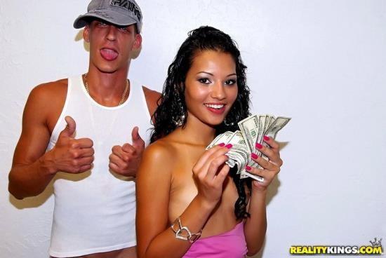 MoneyTalks/RealityKings - Cassie Cruz - Quest for breast (HD/768p/2.02 GB)