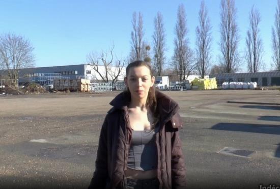 Indecentes-Voisines \ JacquieEtMichelTV.net - Charlotte - Nous retrouvons Charlotte, 19 ans, eleve modele en 1ere S dans un lycee de la region parisienne ! (HD/720p/935 MB)