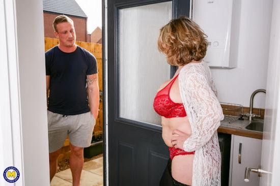Mature.nl/Mature.eu - Camilla C. - Naughty British housewife has hot date after doing some sexy shopping (FullHD/1080p/1.49 GB)