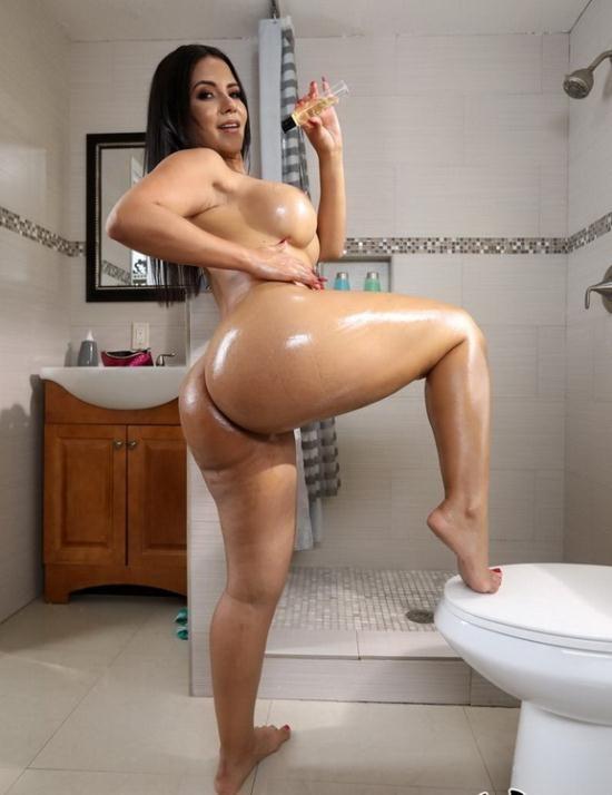 AssParade/BangBros - Rose Monroe - Peeking In On This Juicy Big Ass (HD/720p/1.47 GB)