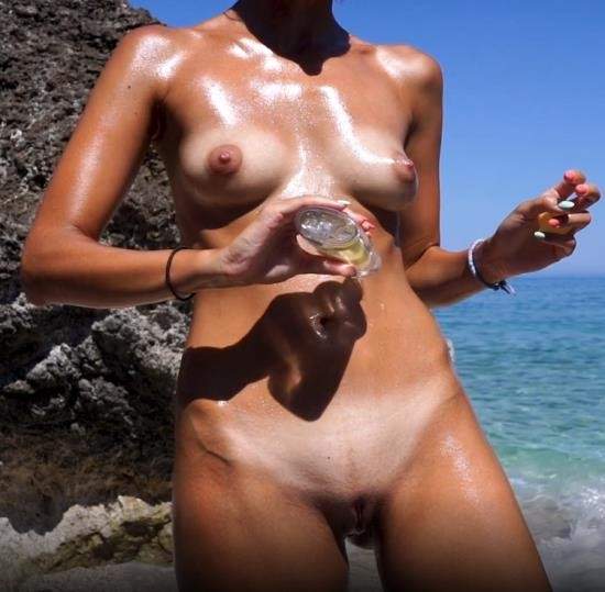 SweetBunnyHub - Sweet Bunny - Oiled Up And Ready To Masturbate On Public Beach (FullHD/1080p/579 MB)